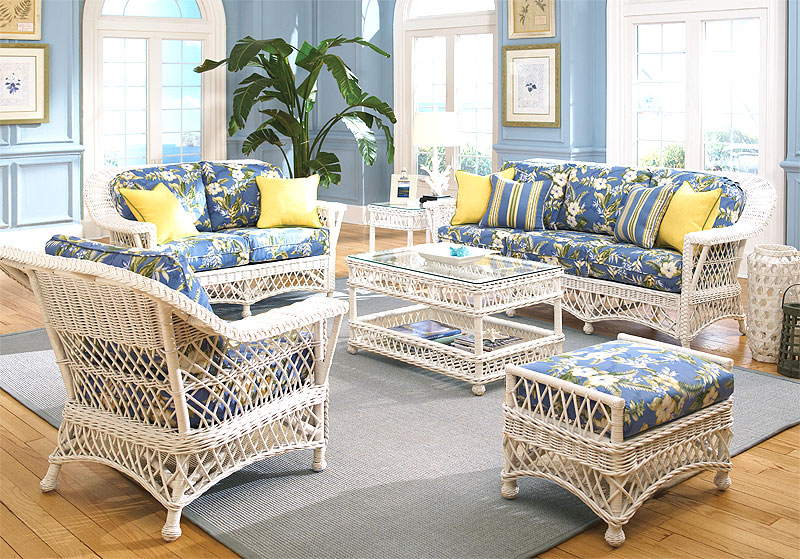 White Harbor Beach Wicker Sofa and Dining Sets
