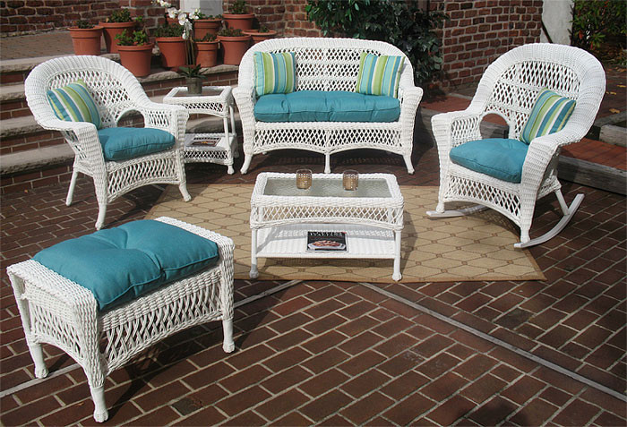 4-Pc Madrid Wicker Set with Cushions 2- Chairs - WHITE