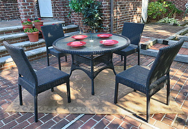 Caribbean Resin Wicker Dining Set (4-Side Chairs) 48' Round