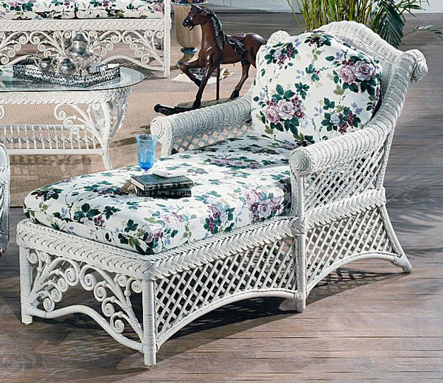 Victorian Natural Wicker Chaise Lounge
