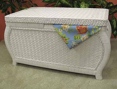 ... Large Woodlined Bombay Wicker Storage Trunk   WHITE
