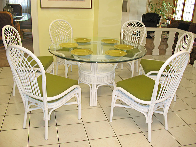... Savannah 54u0027 Round Natural Rattan Dining Set   WHITE